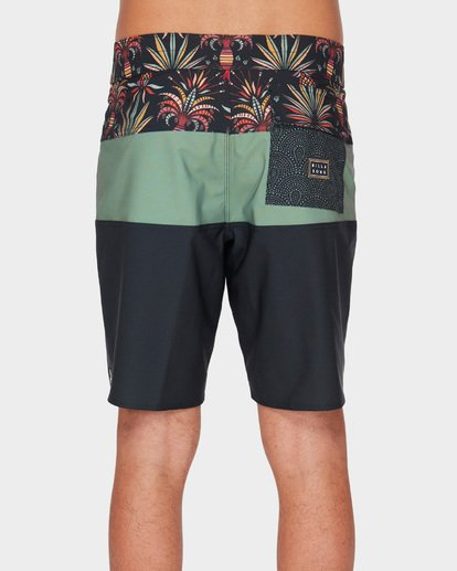 4 TRIBONG PRO BOARDSHORTS Blue 9591421 Billabong