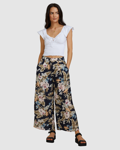6 Tropicool Wide-Leg Floral Pants Black ABJNP00254 Billabong
