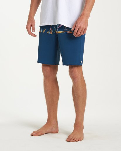 7 Tribong Pro Boardshorts Blue M120VBTB Billabong