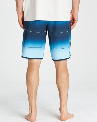 10 73 Stripe Pro Boardshorts Blue M127VBST Billabong