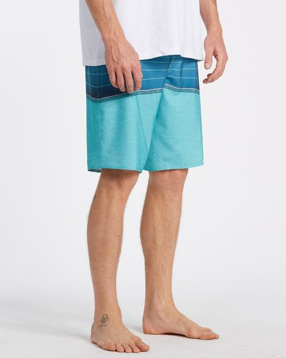 4 North Point Pro Boardshorts Blue M1301BNP Billabong