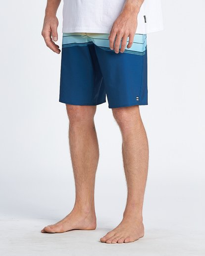 8 North Point Pro Boardshorts Blue M1301BNP Billabong