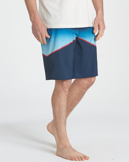 4 North Point Pro Boardshorts Blue M130TBNP Billabong