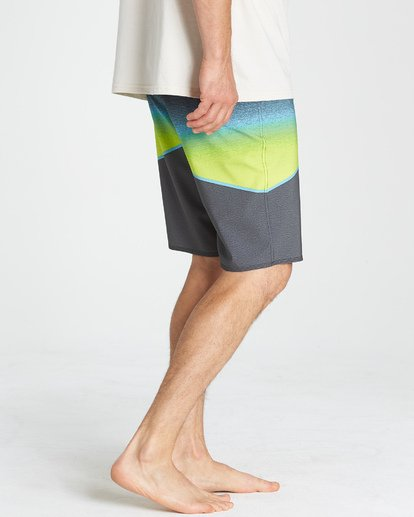 8 North Point Pro Boardshorts Grey M130VBNP Billabong
