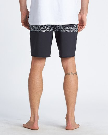 4 Wawaa Stripe Pro Boardshorts Black M135WBWR Billabong