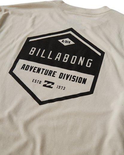 3 Badge T-Shirt Brown M414VBBE Billabong