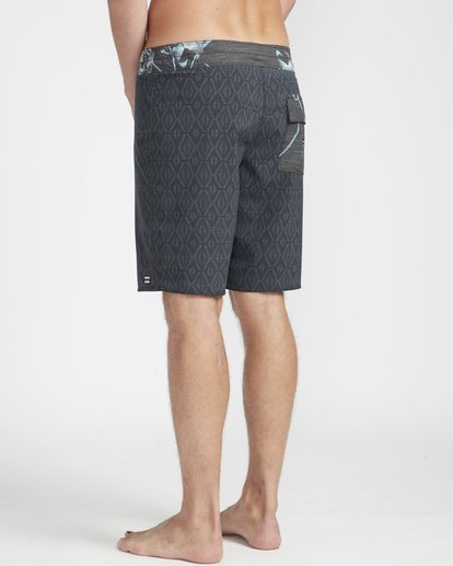 "6 Sundays Min Pro 18"" Boardshorts Black N1BS07BIP9 Billabong"