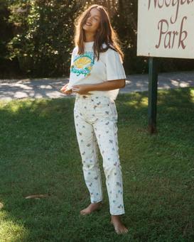 Wrangler Shes Cheeky - High Waisted Jeans for Women  Z3PT08BIF1