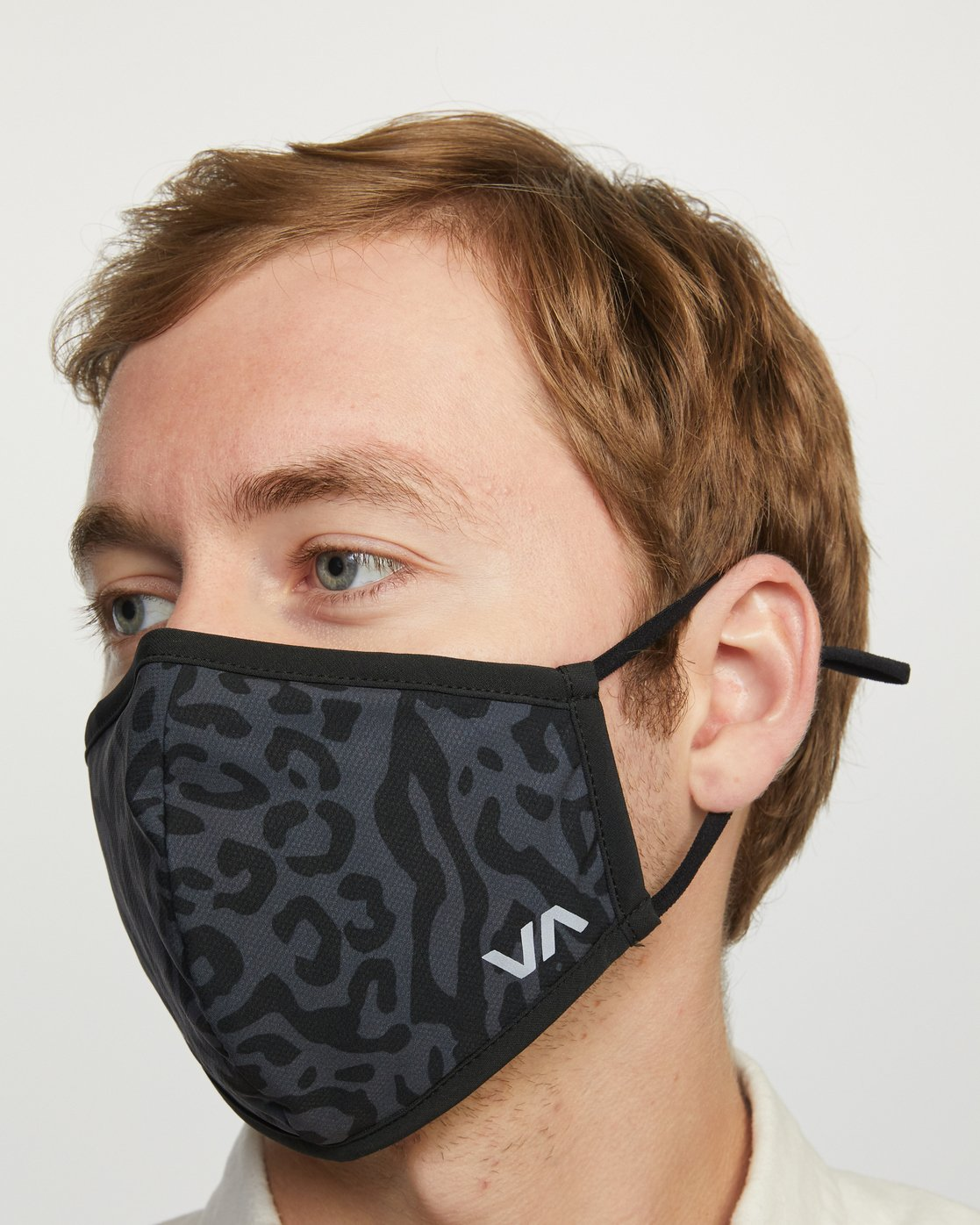 8 YOGGER ADJUSTABLE MASK  Black AVYAA00150 RVCA