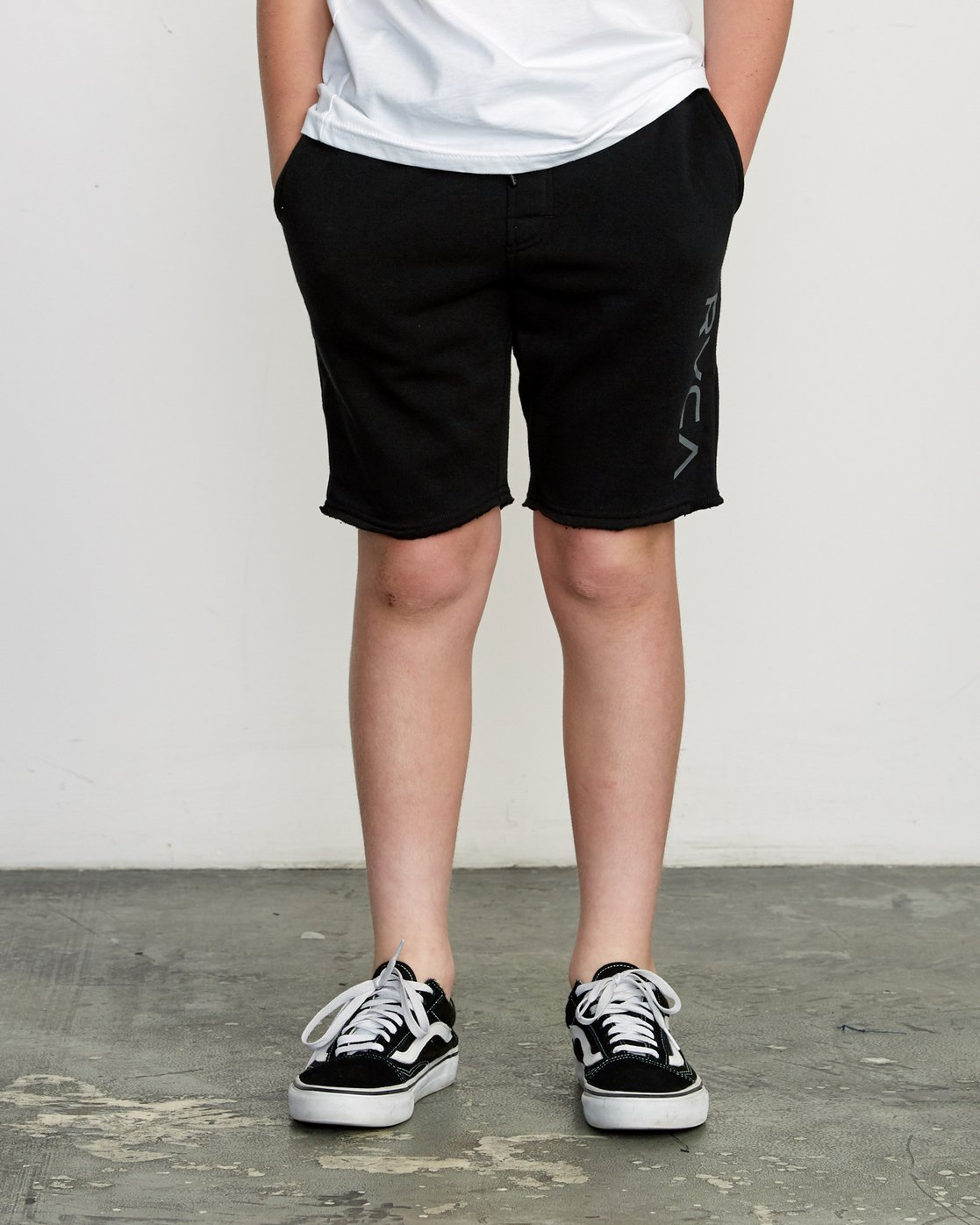 1 Boy's Ripper Fleece Sweatshort Black B201URRI RVCA