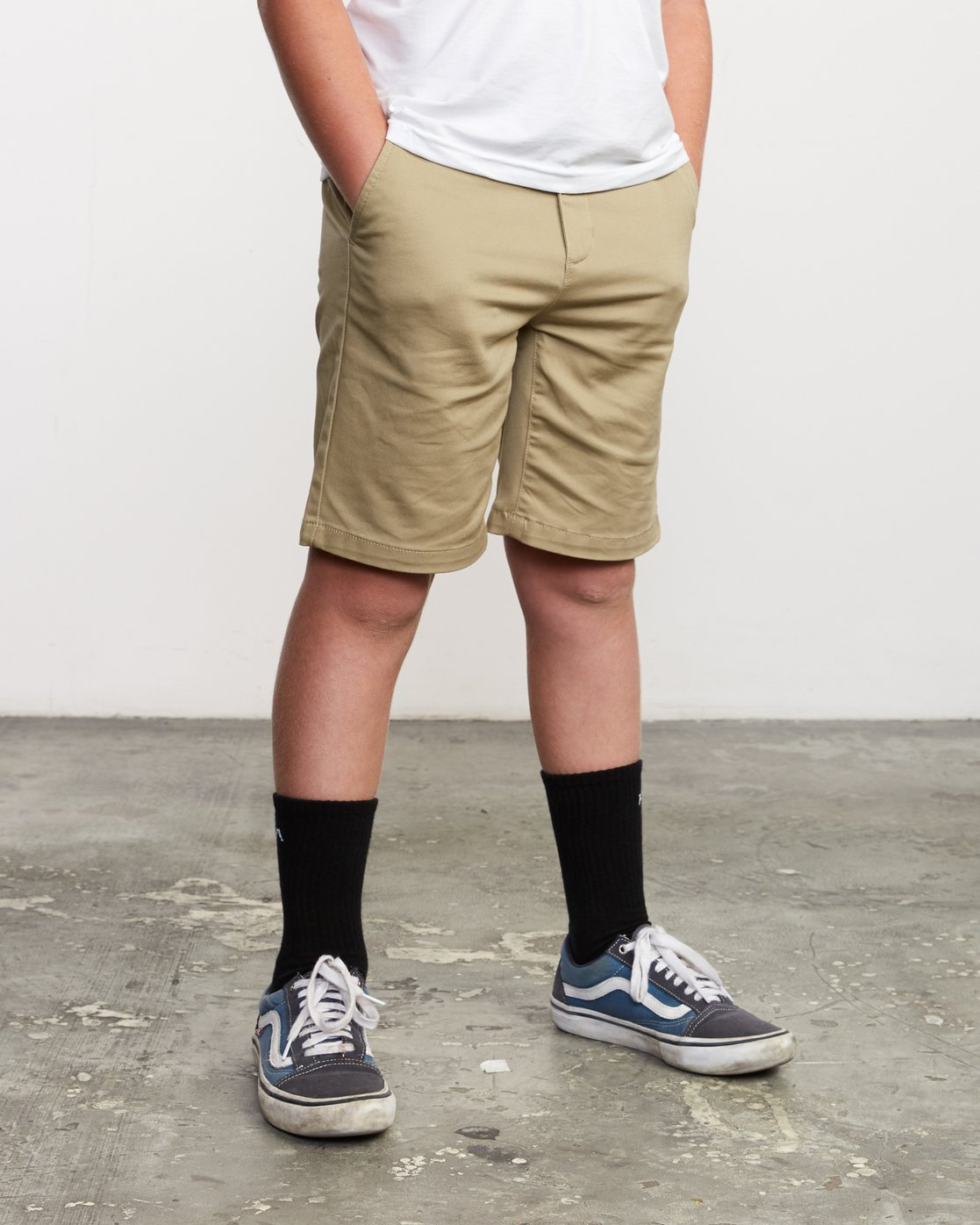 7 Boys Weekday Stretch Short Beige B240TRWD RVCA