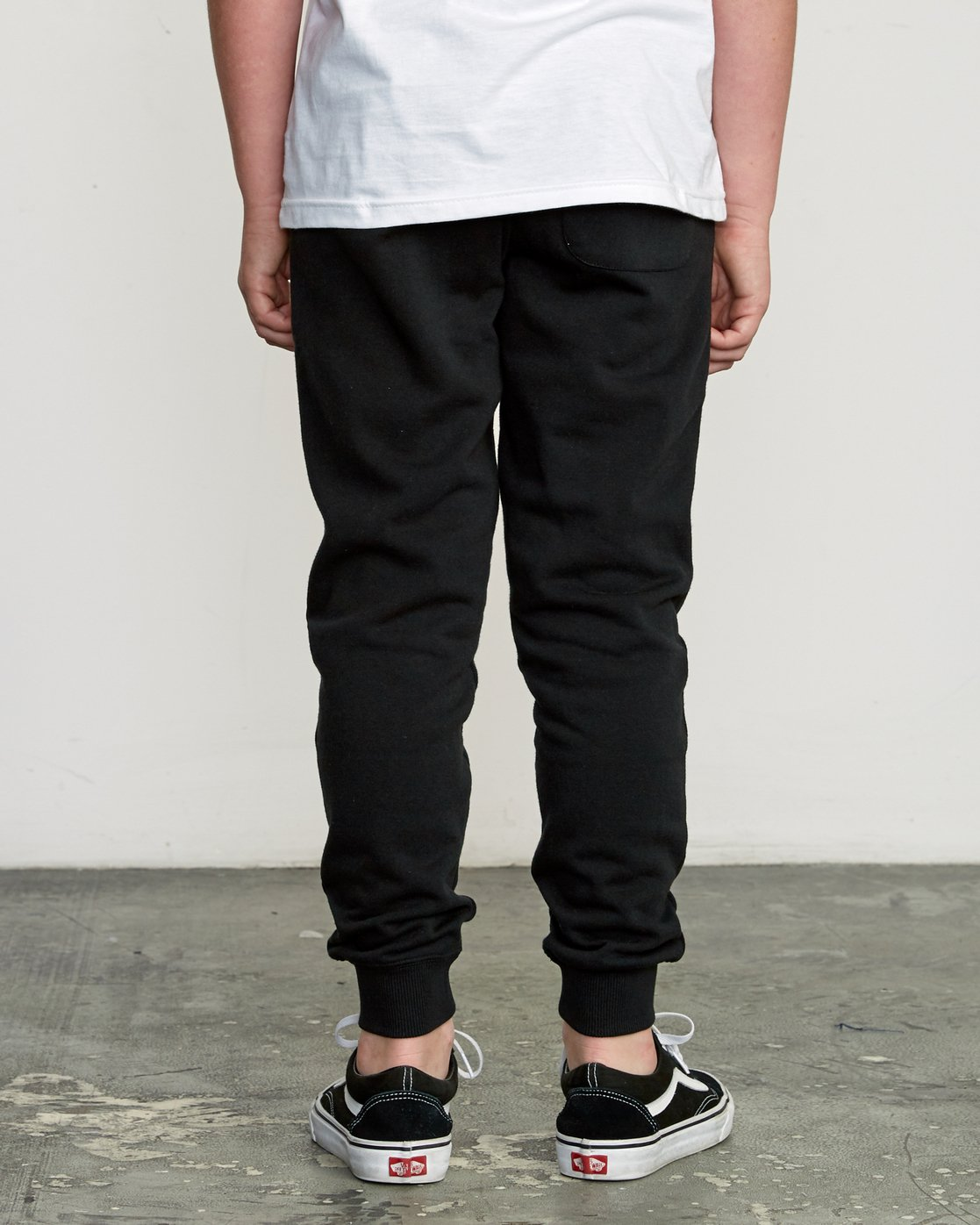 3 Boy's Ripper Sweatpant Black B301URRI RVCA