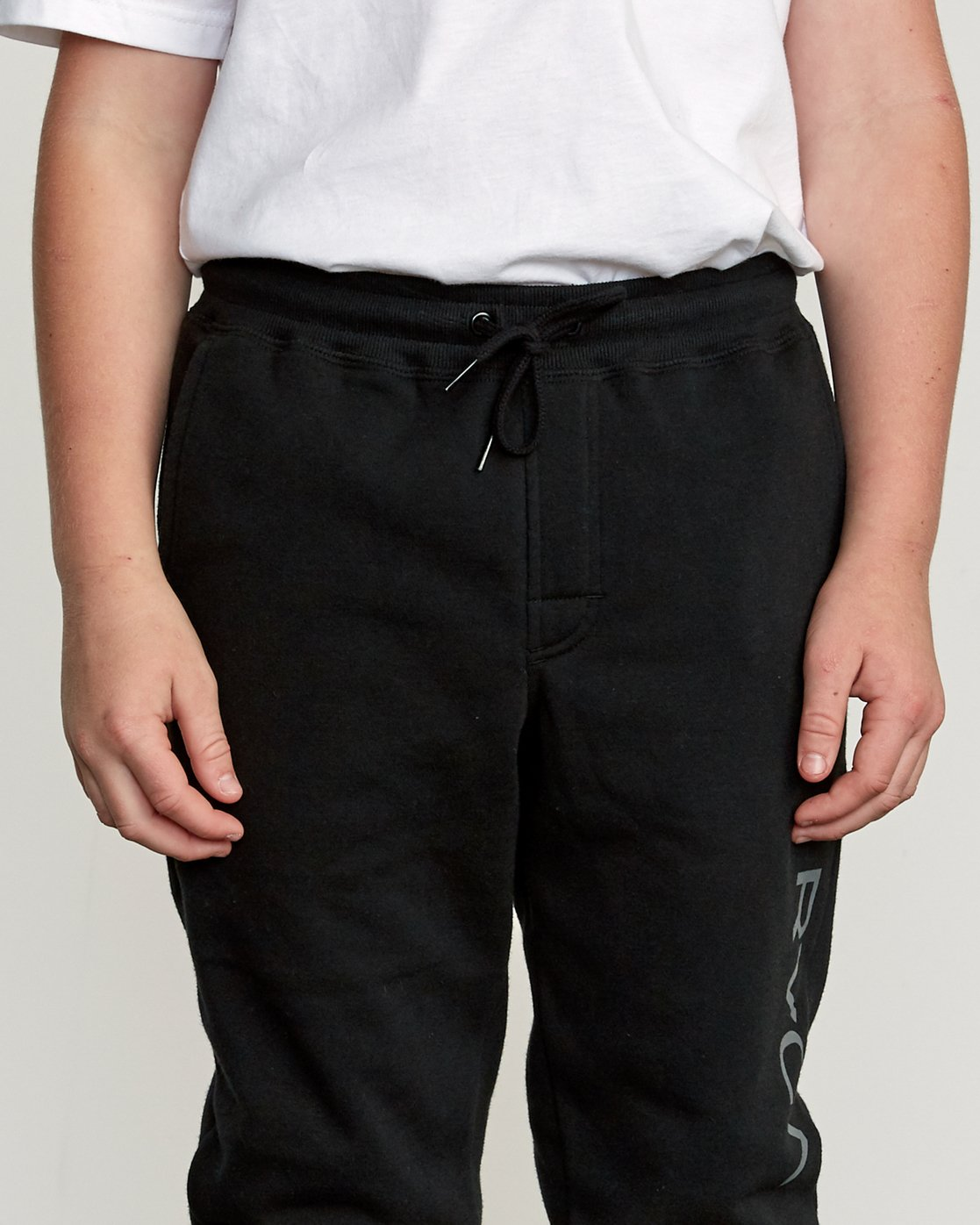 6 Boy's Ripper Sweatpant Black B301URRI RVCA