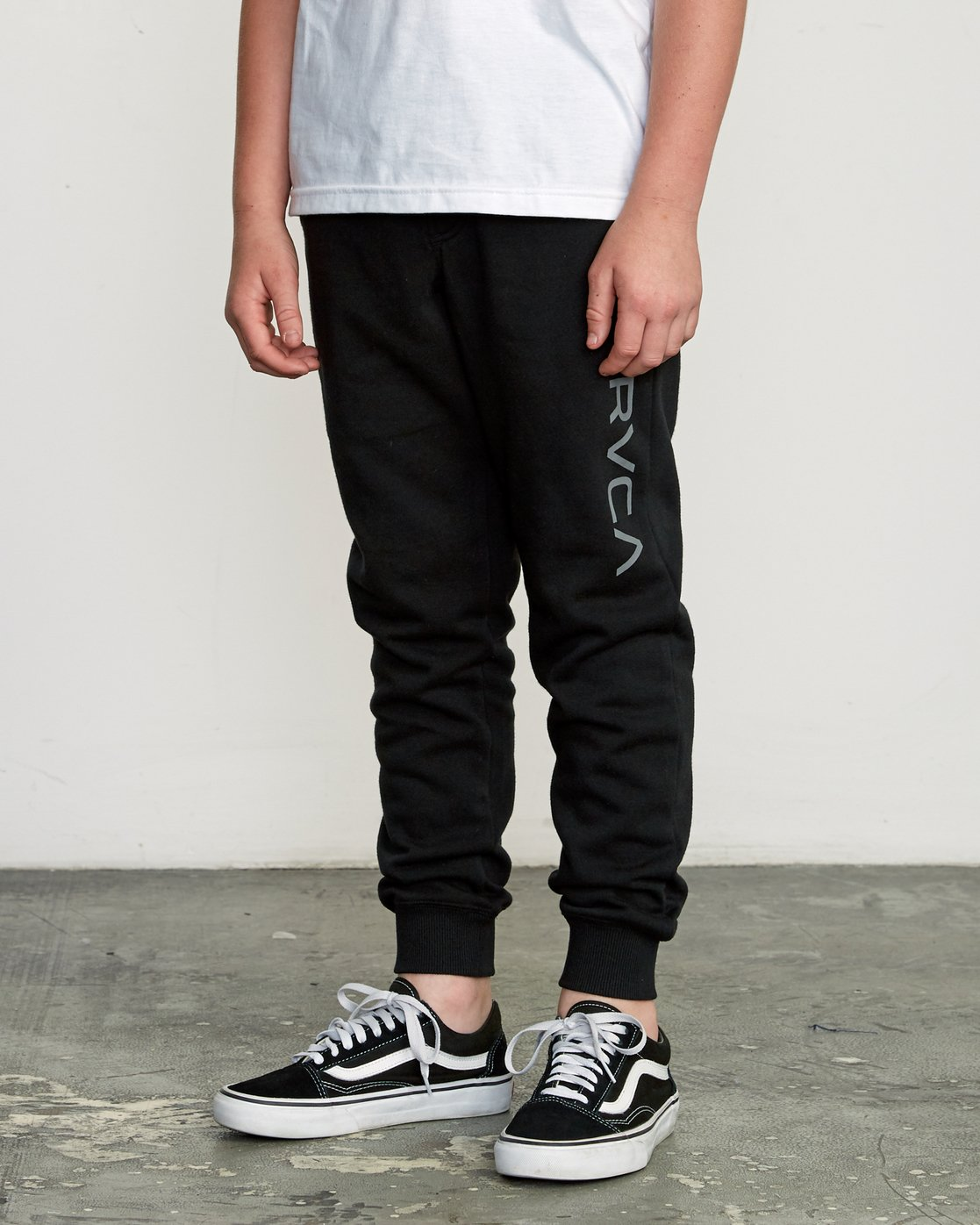 2 Boy's Ripper Sweatpant Black B301URRI RVCA