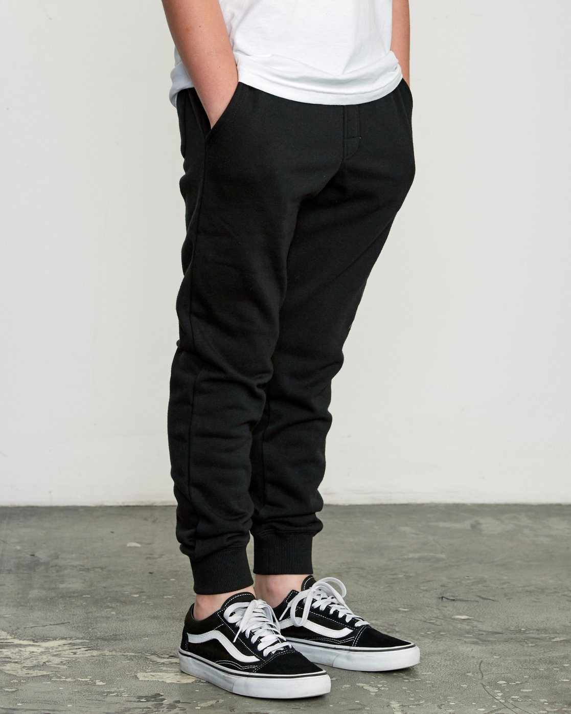 5 Boy's Ripper Sweatpant Black B301URRI RVCA