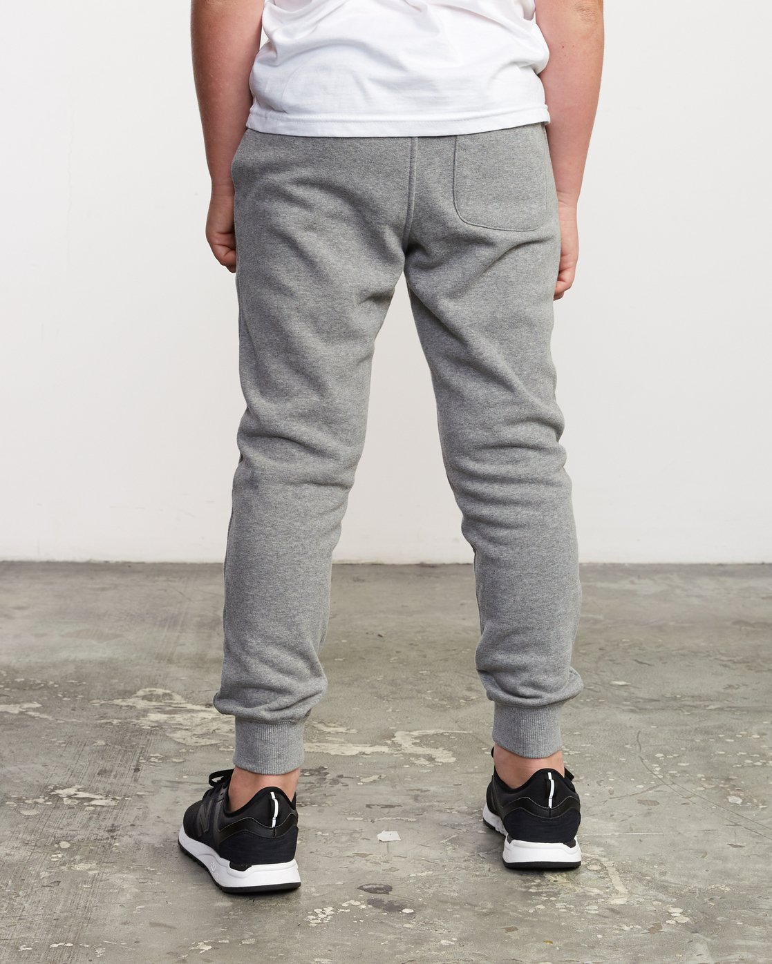 1 Boy's Ripper Sweatpant Grey B301URRI RVCA