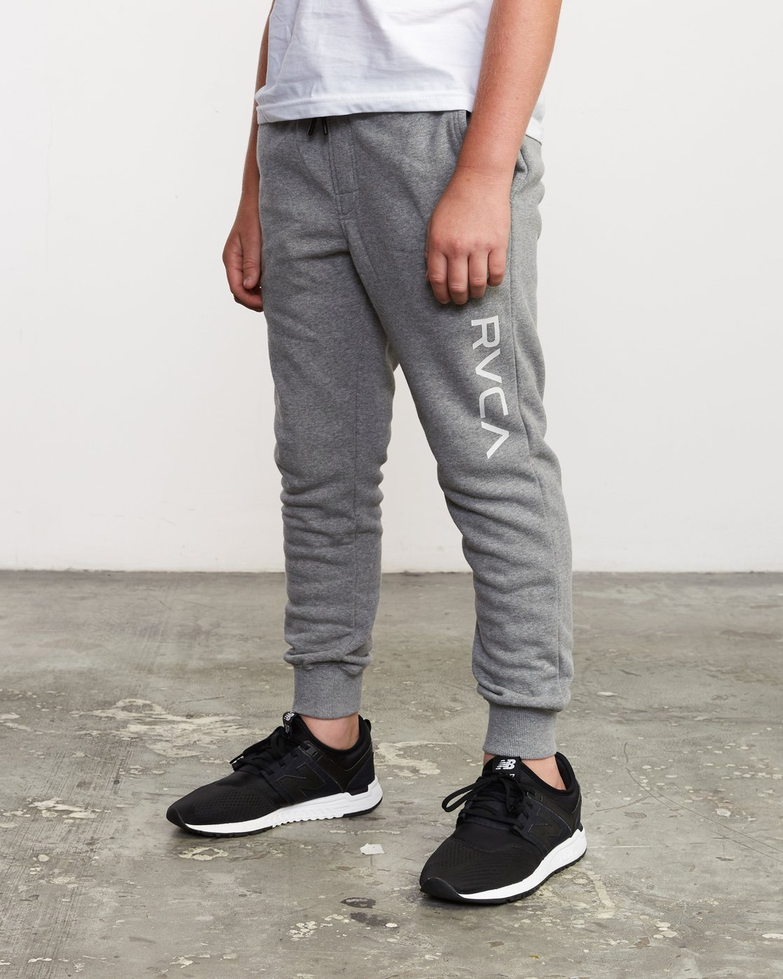 0 Boy's Ripper Sweatpant Grey B301URRI RVCA
