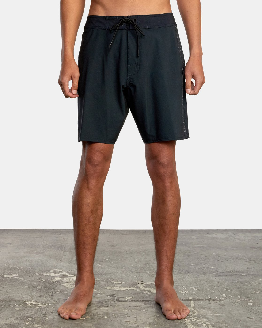"1 APEX BOARDSHORT 18"" Black M1042RLT RVCA"