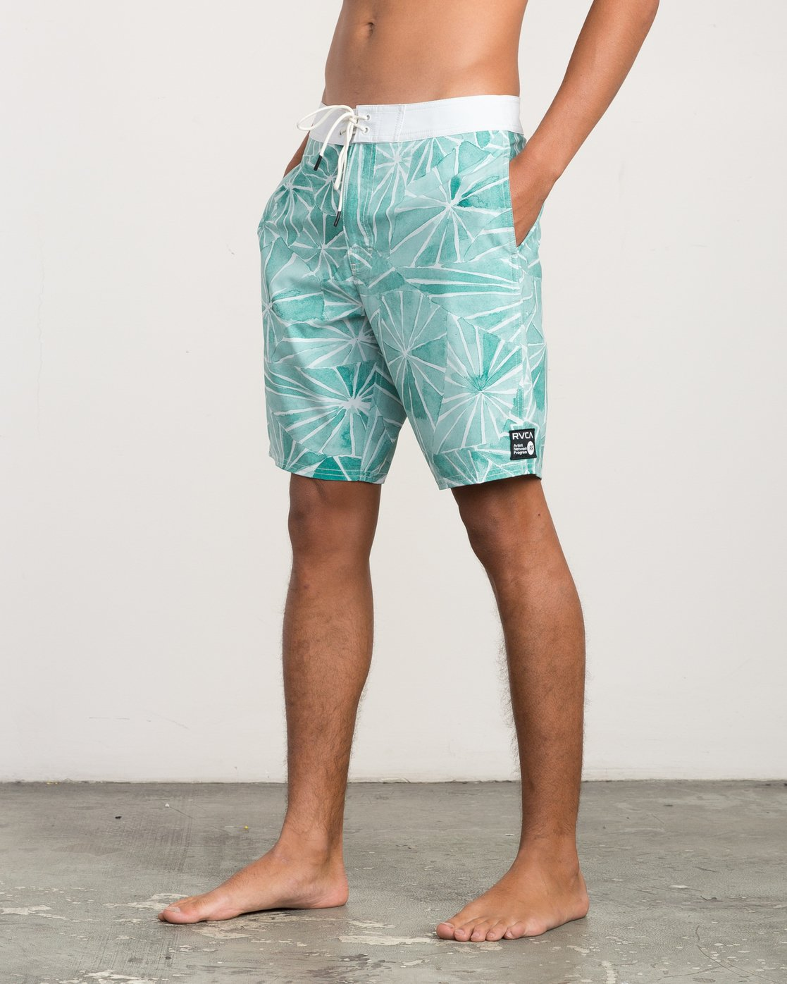 "2 Blade Printed 20"" Boardshort Green M105QRBL RVCA"