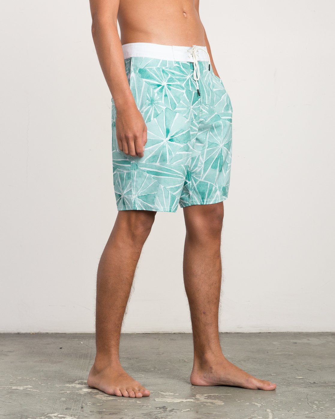 "6 Blade Printed 20"" Boardshort Green M105QRBL RVCA"