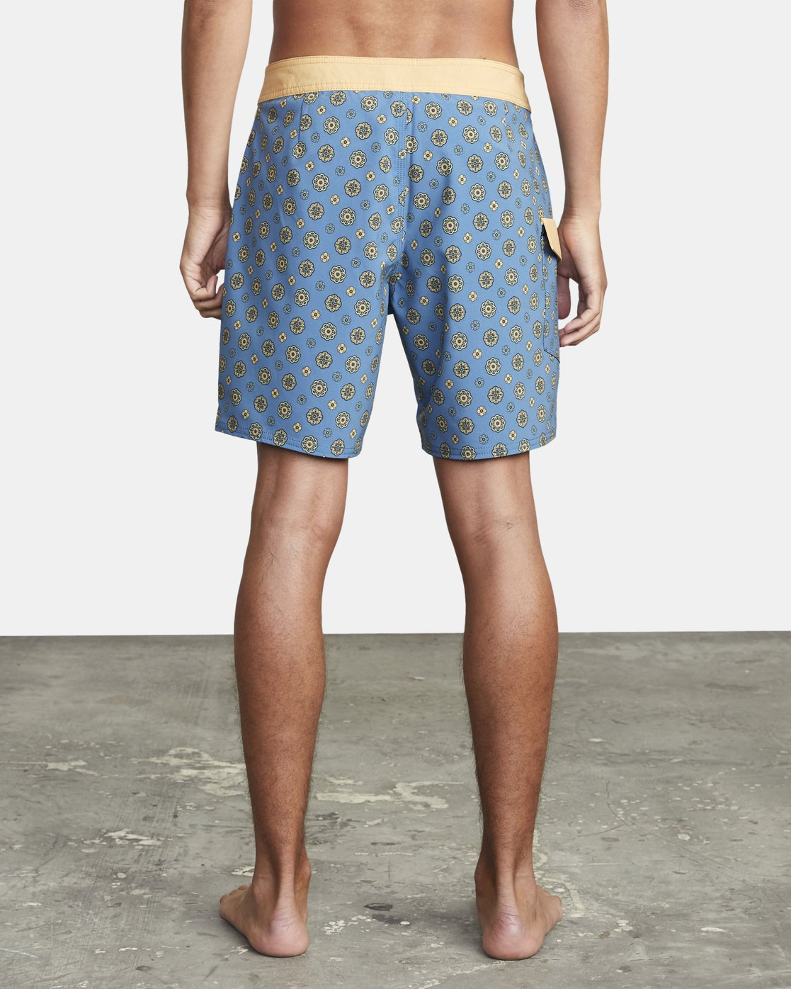 "2 RESTLESS BOARDSHORT 17"" Blue M10625RT RVCA"