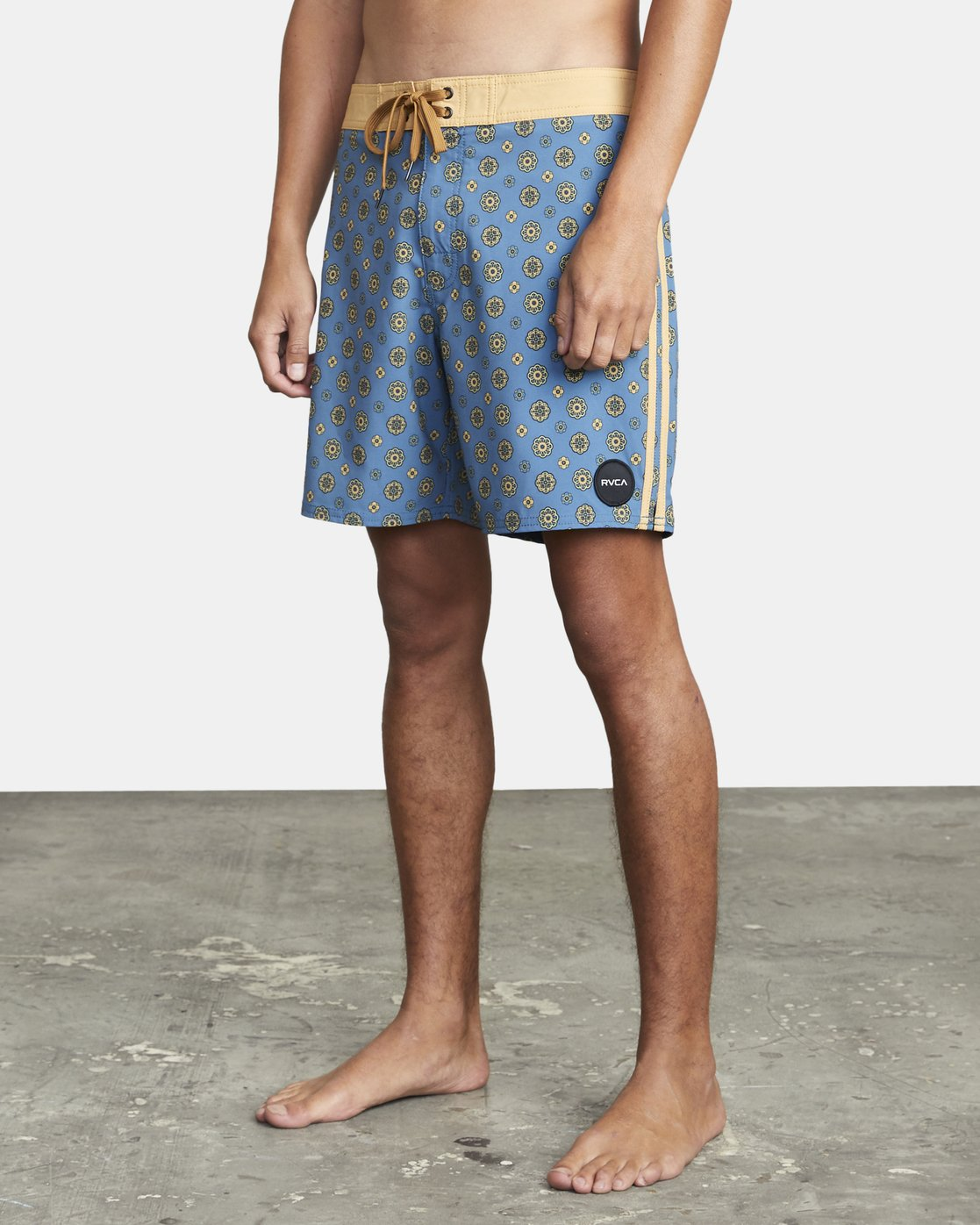 "3 RESTLESS BOARDSHORT 17"" Blue M10625RT RVCA"