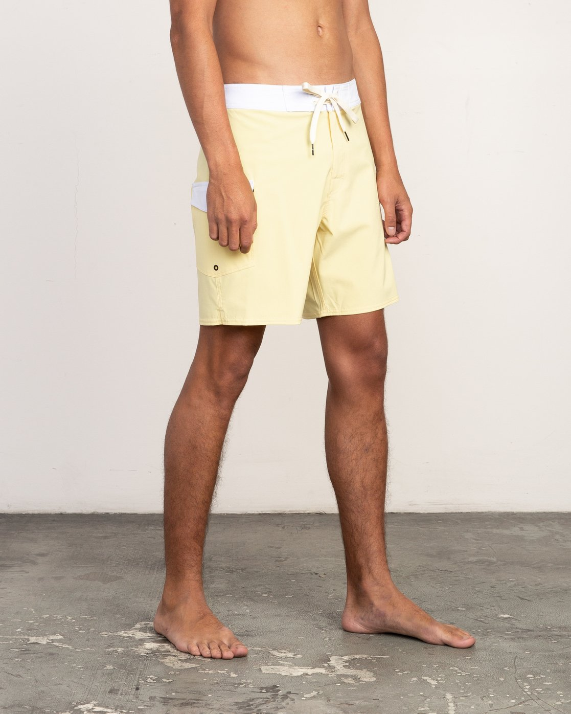 "6 Higgins 17"" Boardshort Yellow M159TRHI RVCA"
