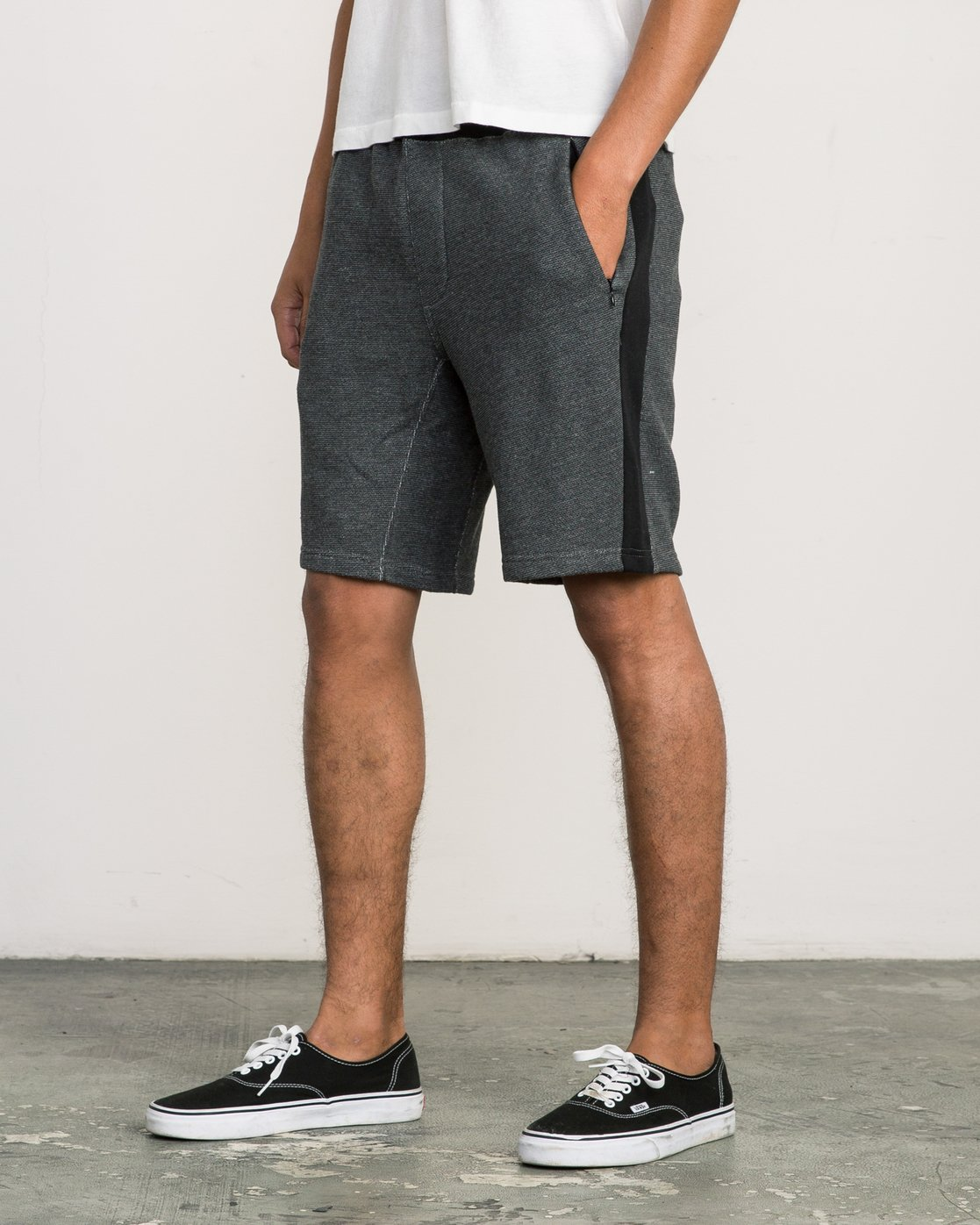 2 Premium Sweat Short Black M202SRPR RVCA
