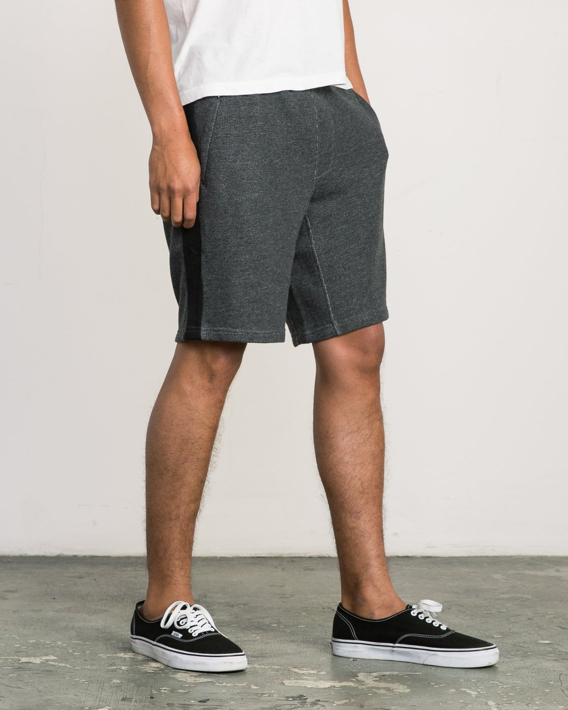 6 Premium Sweat Short Black M202SRPR RVCA
