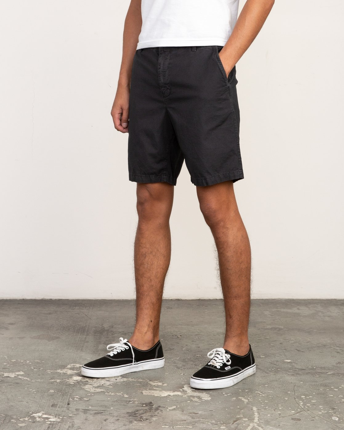 2 Butterball Over Dye Short Black M205PRBU RVCA