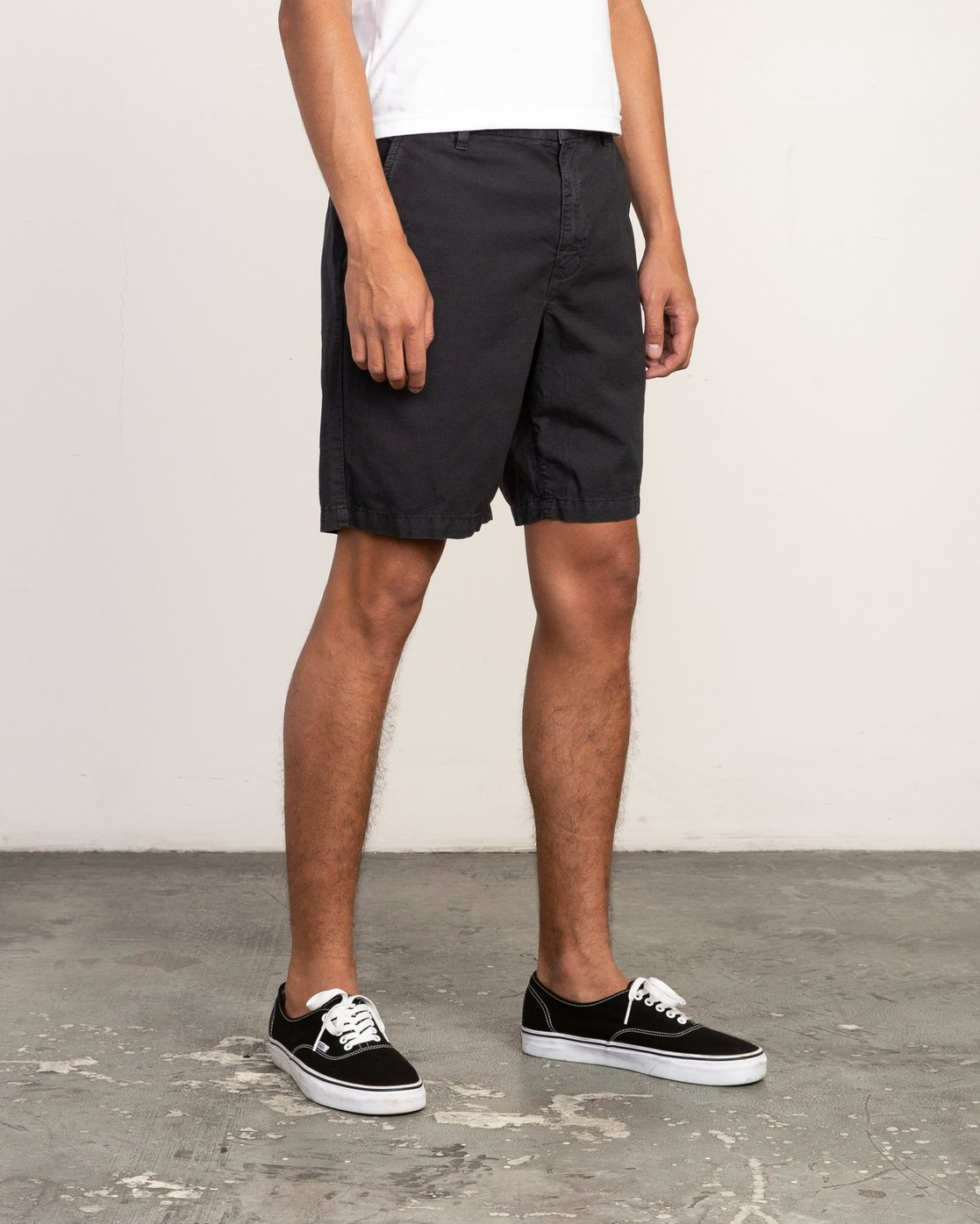 6 Butterball Over Dye Short Black M205PRBU RVCA