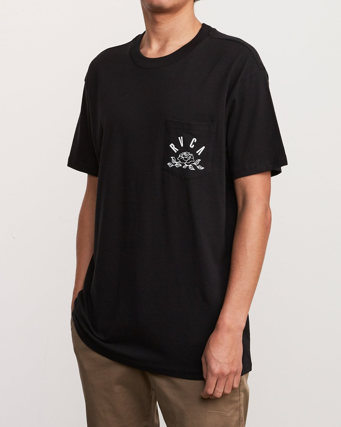 3 Rose State Pocket T-Shirt Black M414URRO RVCA