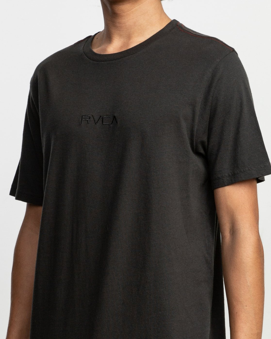 6 Small RVCA Embroidered T-Shirt Black M430VRSM RVCA