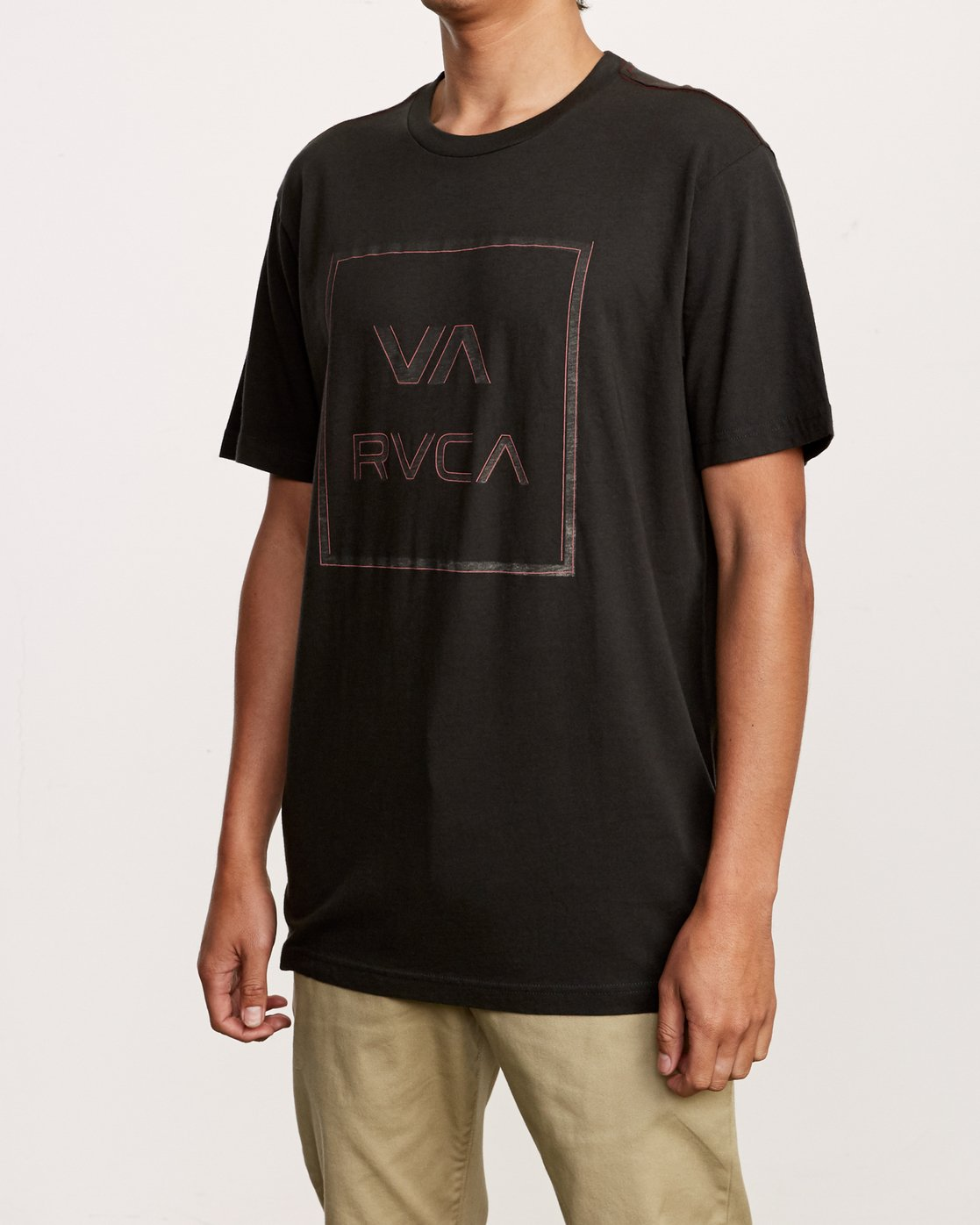 2 Unregistered T-Shirt Black M430VRUN RVCA