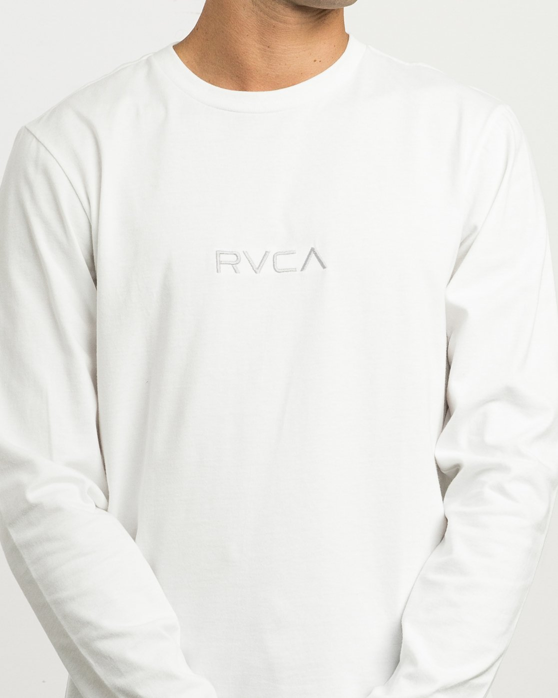 4 Small RVCA Embroidered Long Sleeve T-Shirt White M465SRSM RVCA