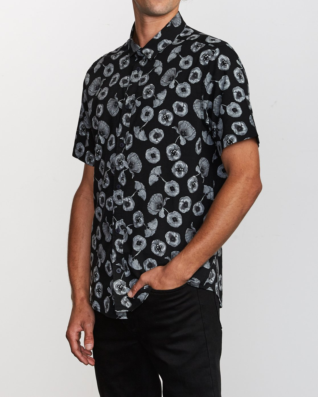2 Peace Poppy Button-Up Shirt Black M510VRPP RVCA
