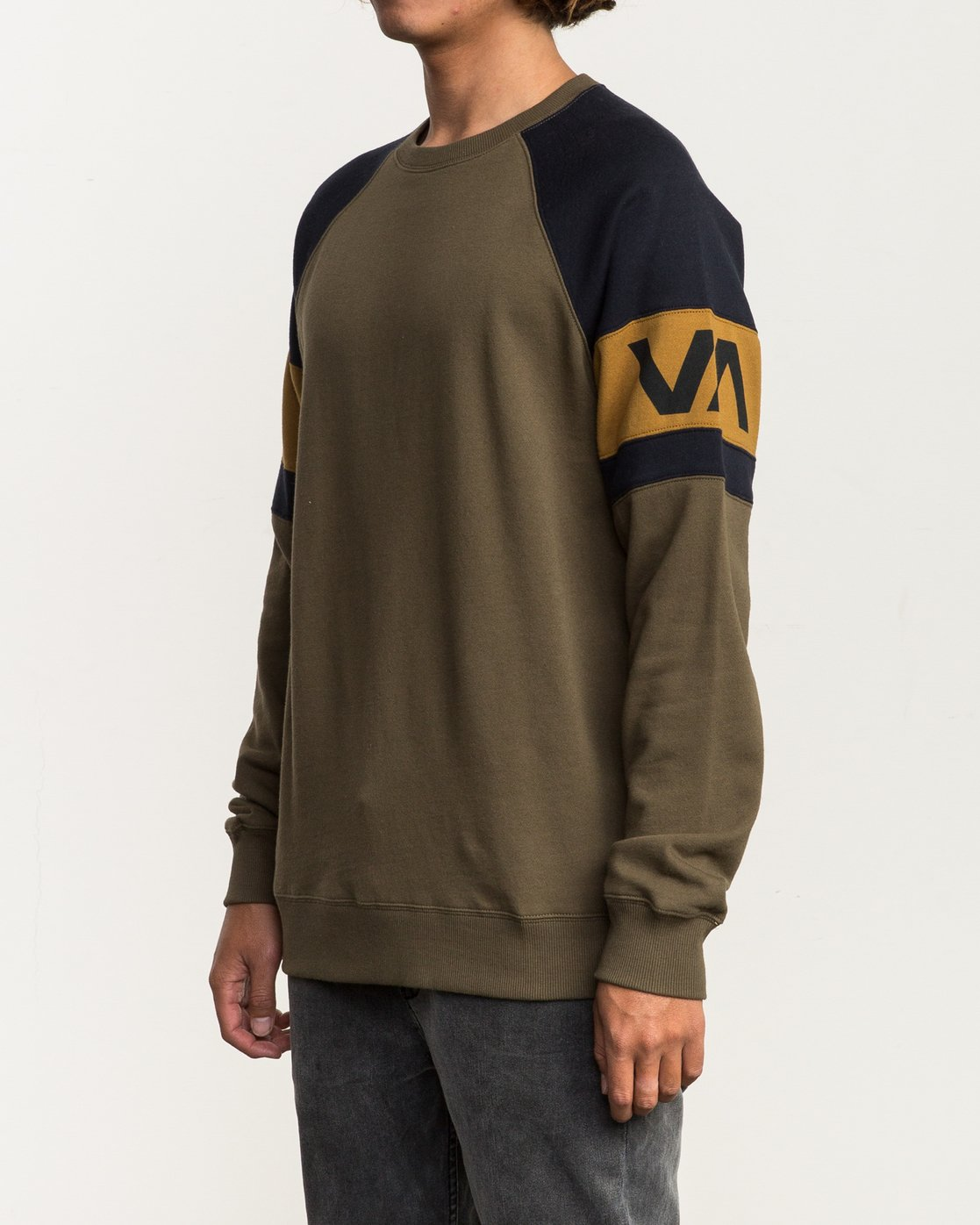 2 Benny Colorblocked Sweatshirt  M640SRBC RVCA