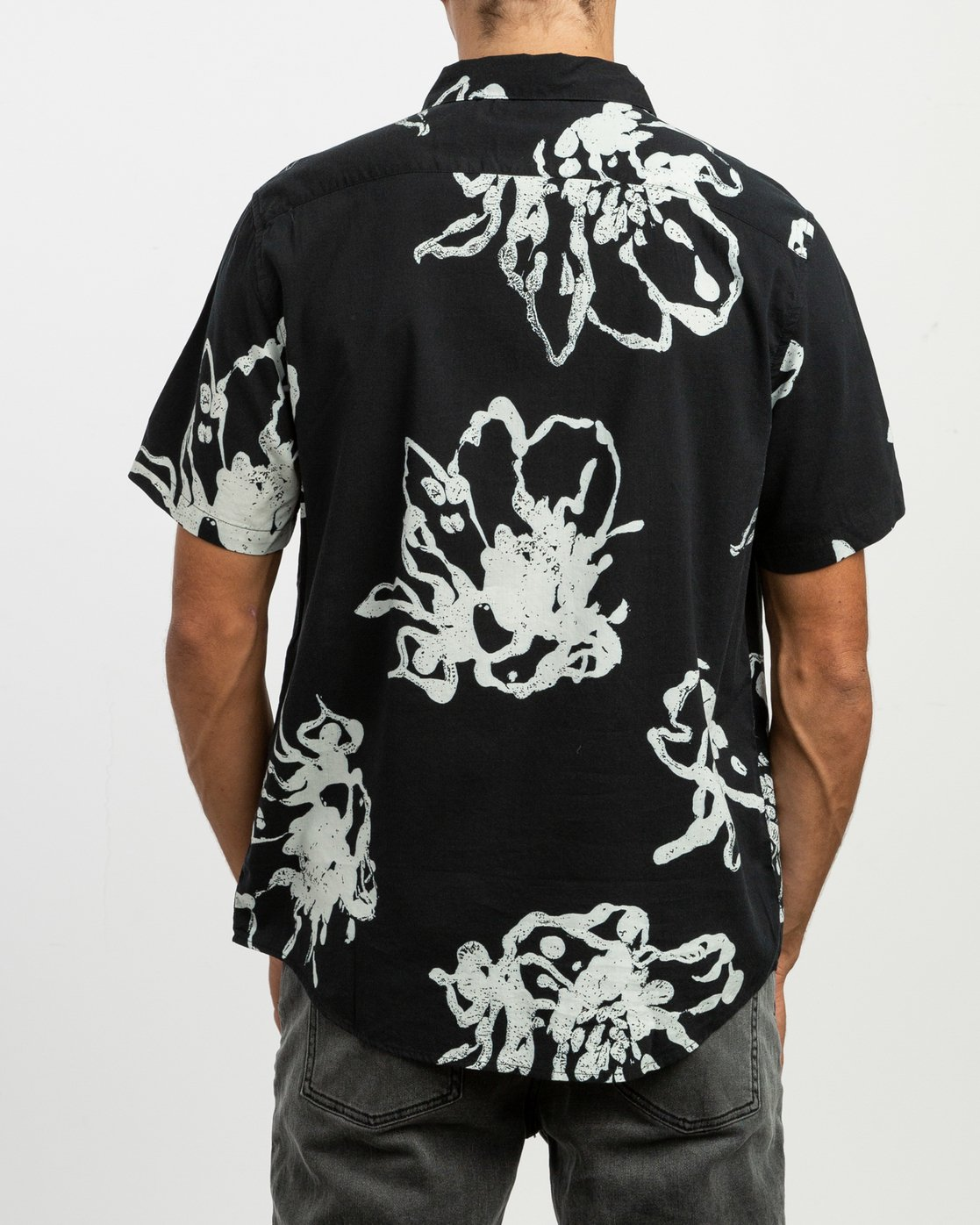 3 Vaughn Linear SS Shirt Black N1SHRIRVP9 RVCA