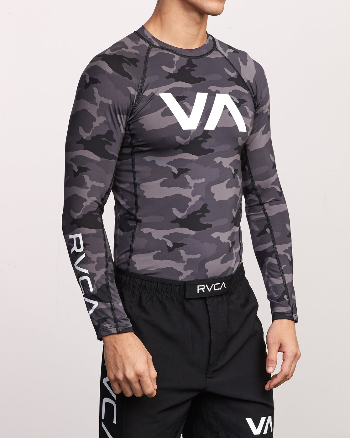 4 Sport Rashguard - Long Sleeve Rash Vest for Men Camo N4MYRARVP9 RVCA