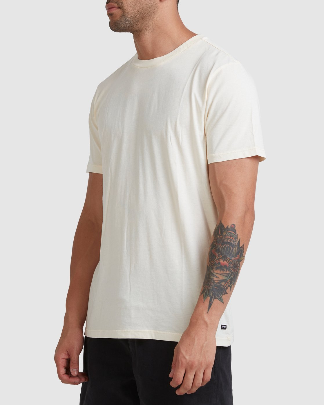 1 Rvca Washed Short Sleeve Tee White R105050 RVCA