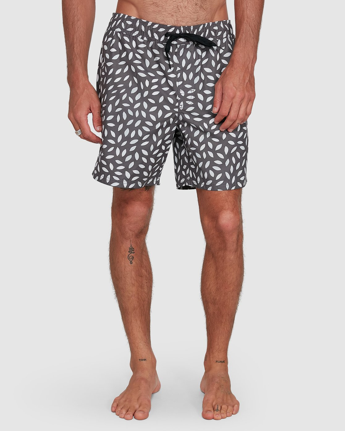 7 RADIAL ELASTIC SHORT Black R105400 RVCA