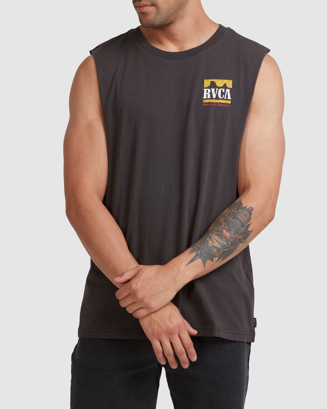0 PACKETS MUSCLE Black R117001 RVCA