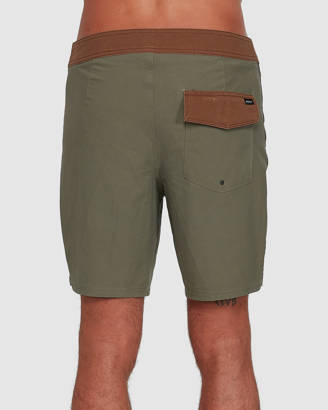 2 Va Trunk 17 Inch Short Green R192407 RVCA