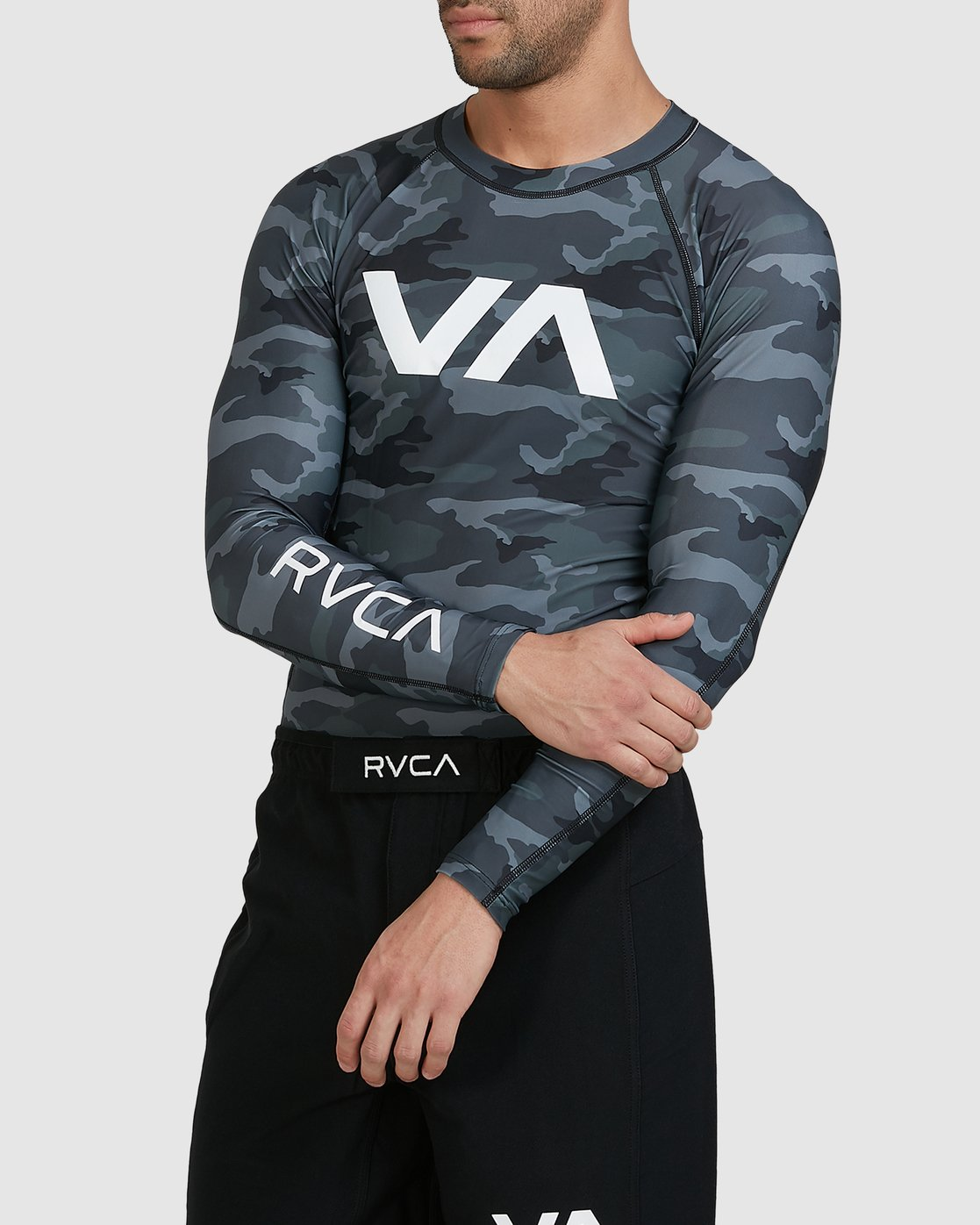 2 Sport Long Sleeve Rashguard Camo R381661 RVCA
