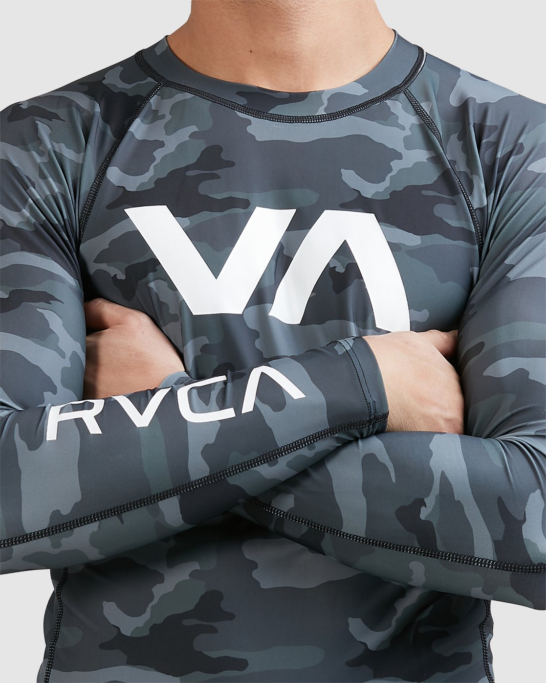 13 Sport Long Sleeve Rashguard Camo R381661 RVCA