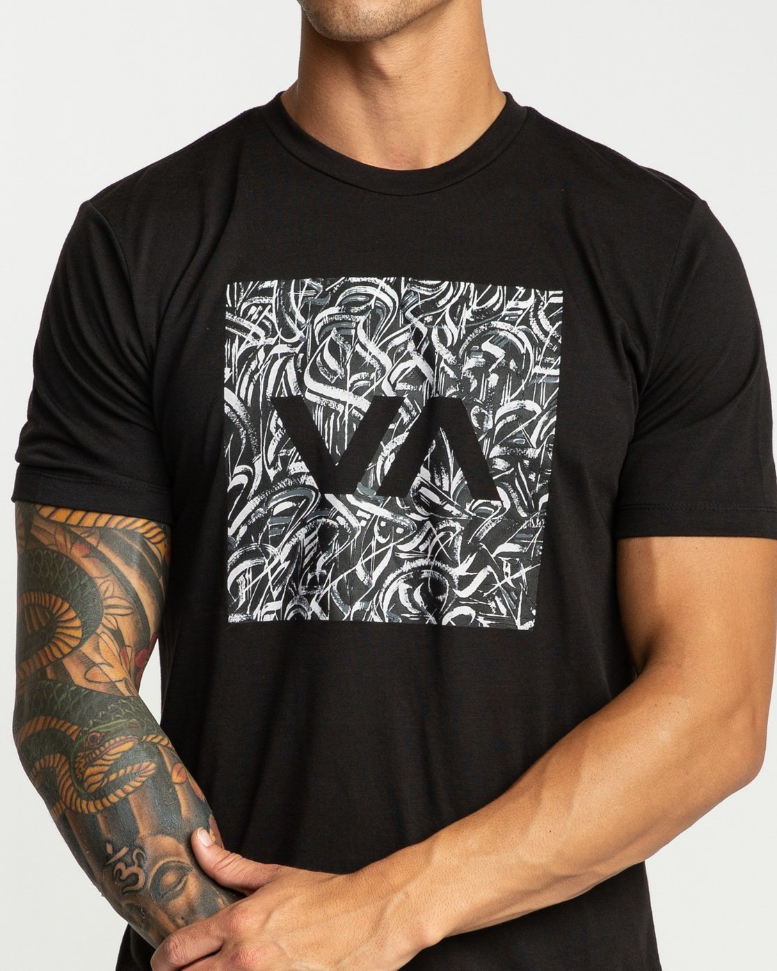 3 Defer All The Way Short Sleeve Black R394044 RVCA