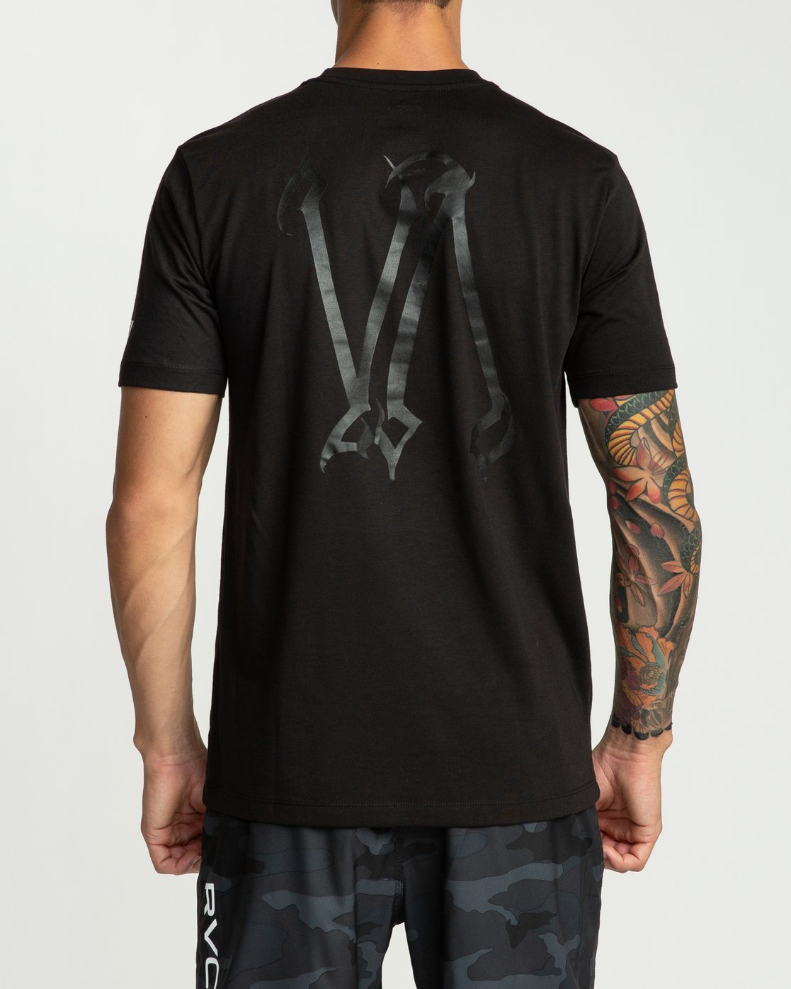 2 Defer Chest Short Sleeve Black R394045 RVCA