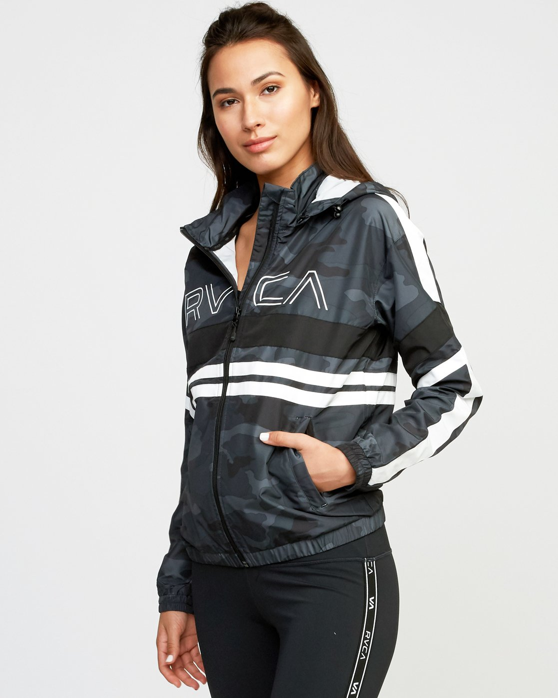 2 VA Team Jacket  T701QRTE RVCA