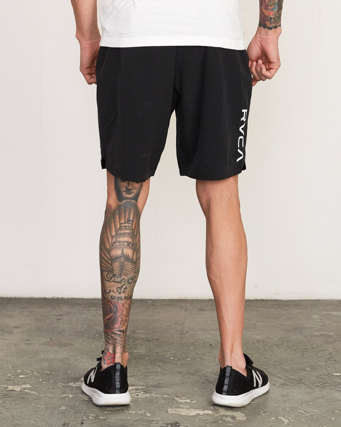 "4 Train 19"" Lined Short Black V202TRTL RVCA"