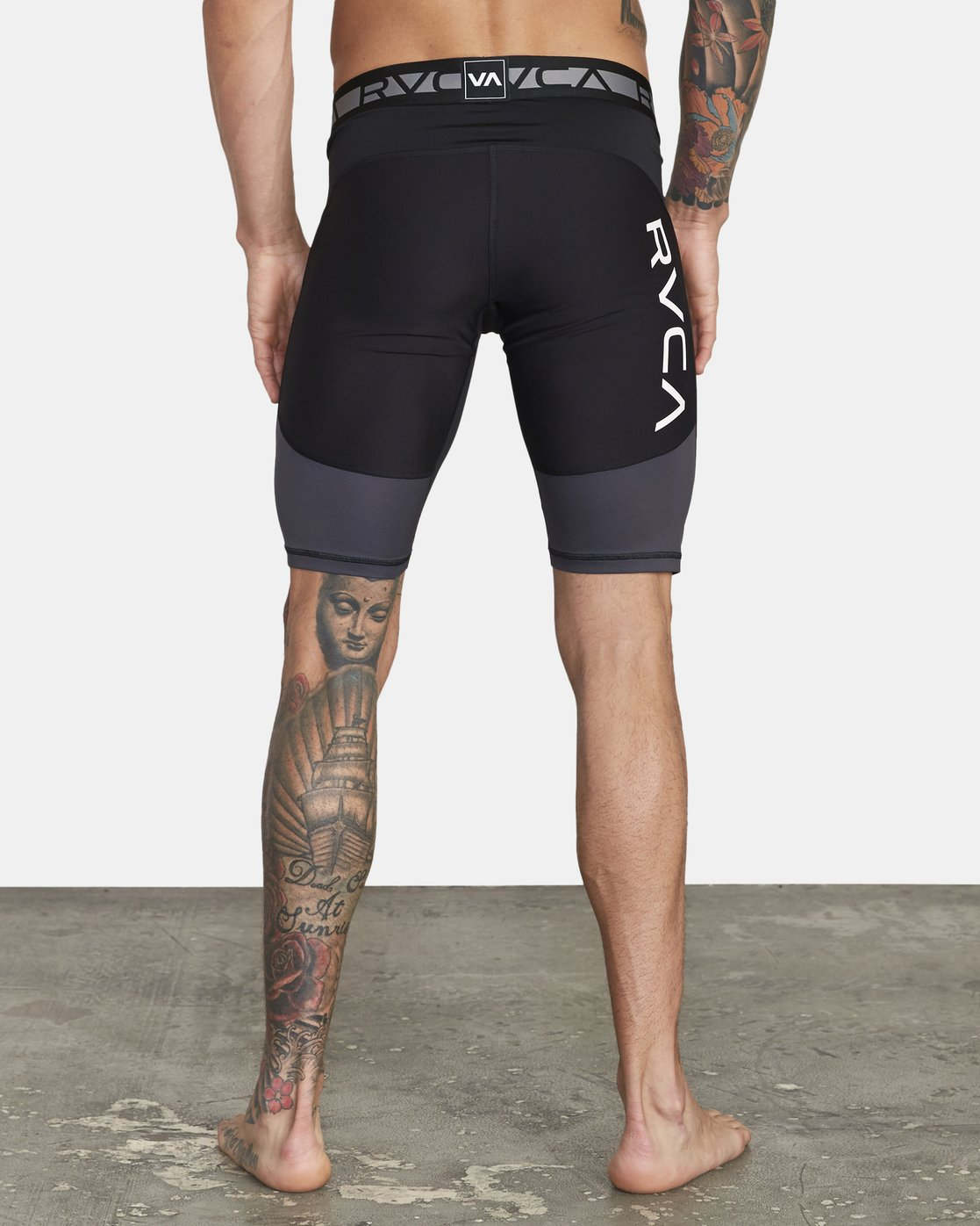 3 COMPRESSION SHORT Black V2061RCS RVCA